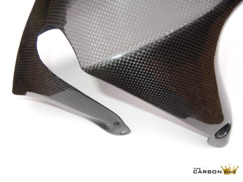 close-up-of-aprilia-tuono-and-rsv-carbon-front-mudguard.jpg