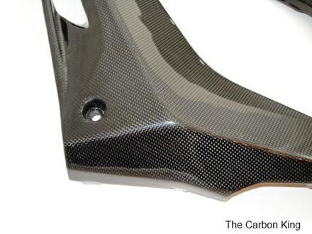 close-up-of-yzfr125-side-panels-carbon-fiber.jpg