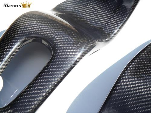 honda-cbr1000rr-04-06-carbon-twill-swingarm-covers-close-up.jpg