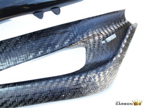 close-up-of-swingarm-675-triumph-carbon.jpg